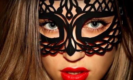 Как сделать новогоднюю, ажурную маску в домашних уловиях