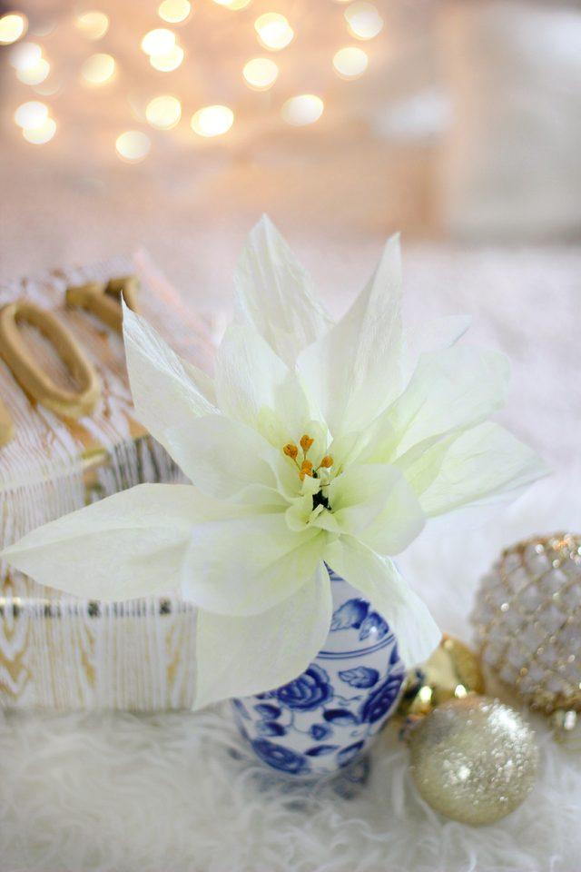 Как сделать натуралистичный цветок Пуансеттии из крепированной бумаги