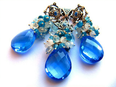 изумительная подвеска ожерелье из голубых камней, бусин и металла
