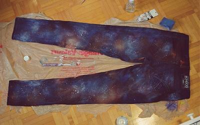 Как украсить летние джинсы галактическим рисунком
