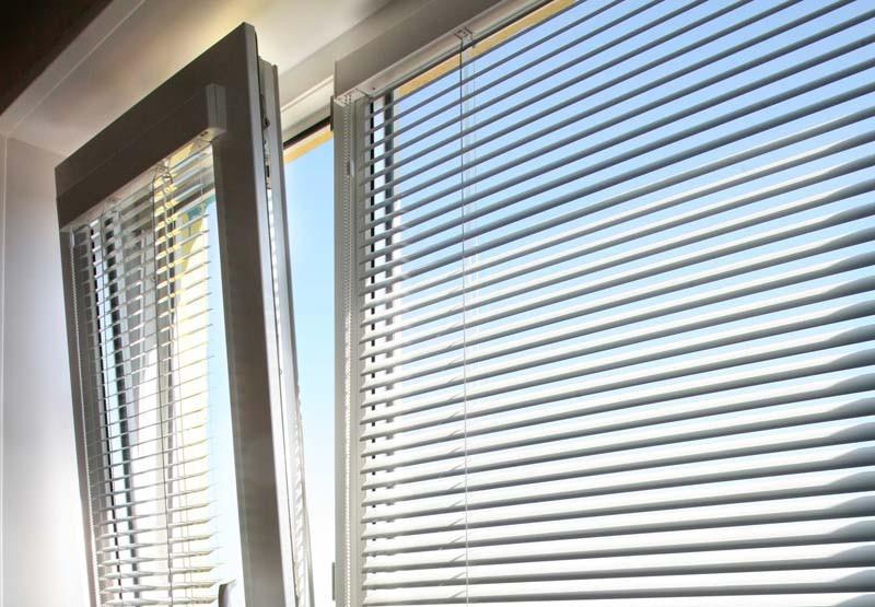Как выбрать жалюзи для пластиковых окон?