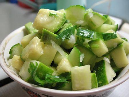 салат из кабачков, нарезанных кубиками