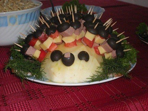 Мы вам предлагаем несколько вариантов оформления, праздничных закусок и блюд.  Ваши гости будут приятно удивлены!