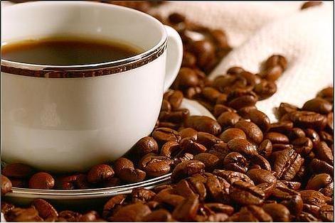 чашка кофе зерна кофе