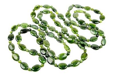 зеленые бусы из нефрита