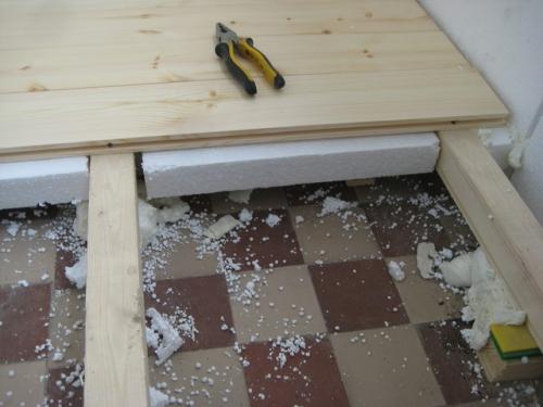 Как утеплить деревянный пол пенопластом?