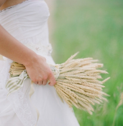 Как составить необычный свадебный букет не из цветов