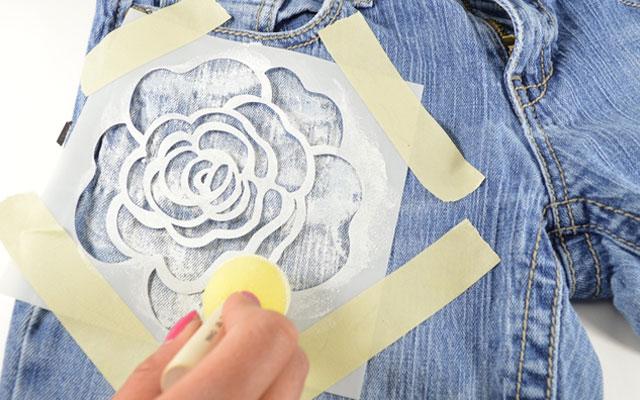 Какой краской рисовать на джинсах