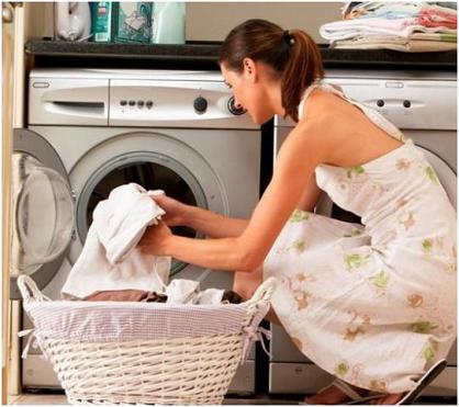 Как вывести с одежды пятно от древесной смолы