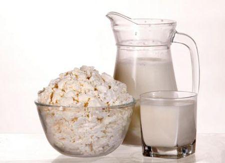 молочные продукты творог молоко графин стакан