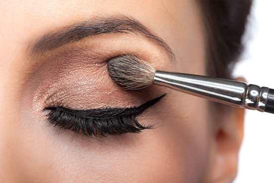 Как избежать распространенных ошибок макияжа, которые делают вас старше