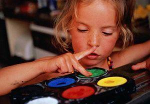 Как занять ребёнка, работая на дому?