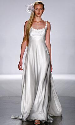 струящееся шелковое платье