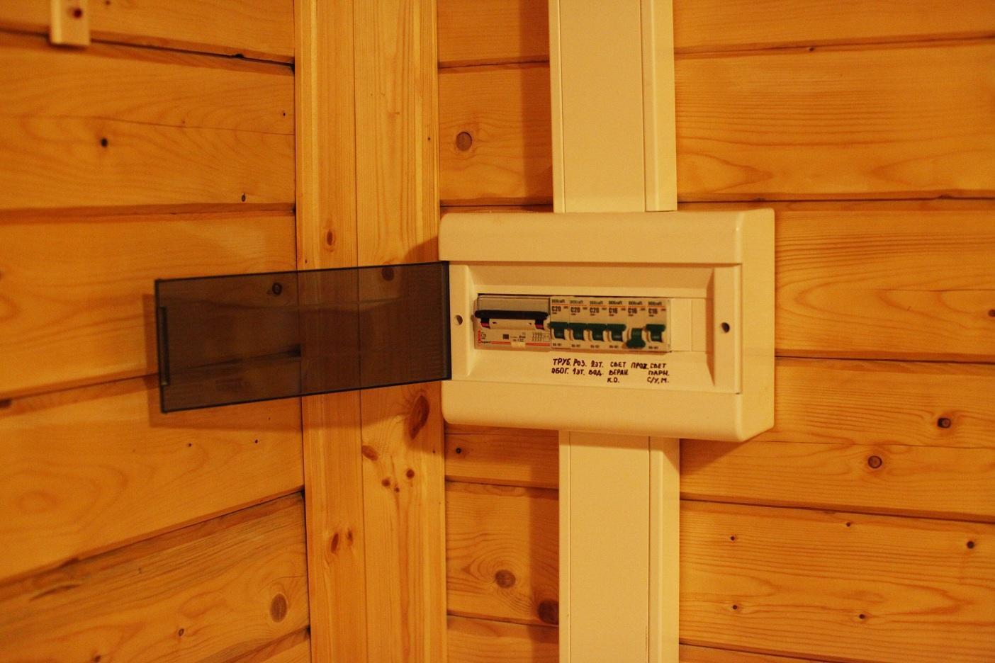 Как делается разводка электрики в деревянном доме
