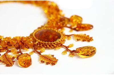 изумительное плетеное ожерелье из янтаря и бисера