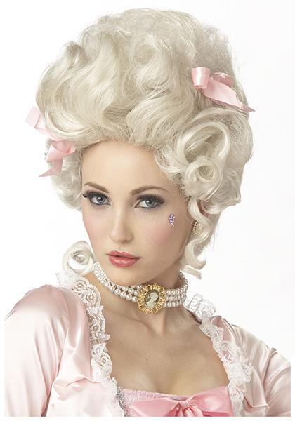 эта одержимость привела к использованию многими из них париков в века кринолинов, королей и карет