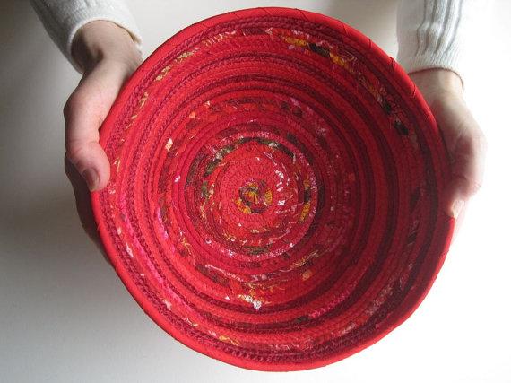 красная этническая корзина