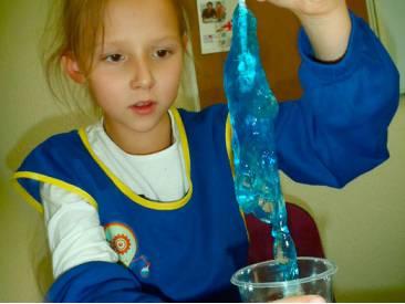 Как самому сделать игрушку лизун для ребенка?