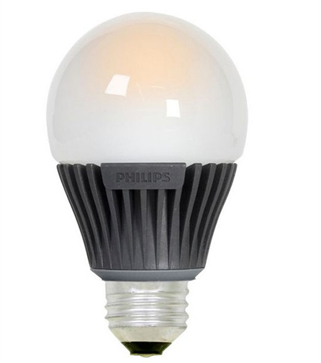 эта симпатичная малышка на 8 ватт имеет форму, подходящую для лампы с абажуром
