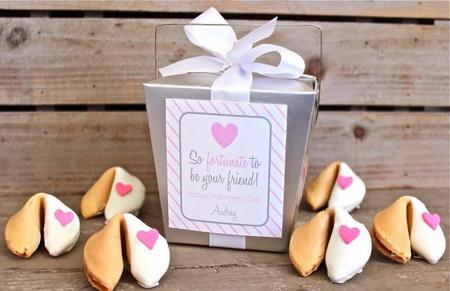 Как сделать печенье с предсказаниями для романтического вечера?