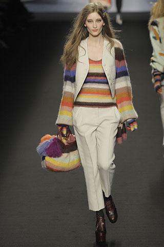 Жилетка и брюки из костюма со свитером