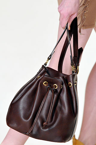 Как подбирать женские сумочки, учитывая типы фигур?
