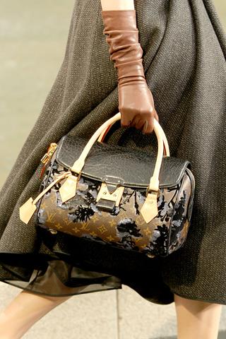 Как узнать что-то новое о женщине при помощи ее сумочки