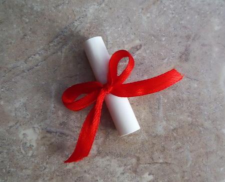 Как сделать мягкую валентинку с вязаной оборкой?