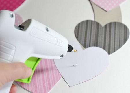 Как украсить комнату на 14 февраля: гирлянда и венок