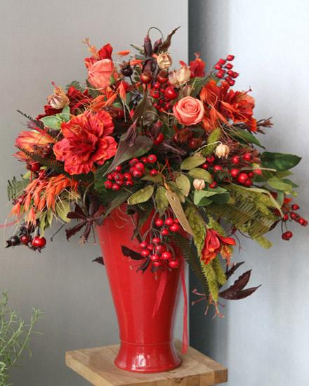 Главный принцип в создании осенних ваз – это богатство элементов, гармония и пышность