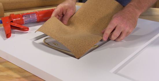 Как сделать настенную вешалку-органайзер из классической дверной створки