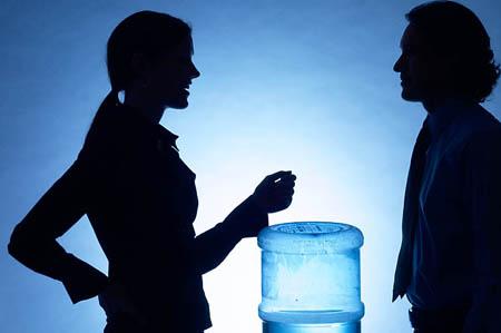 Сами подталкивайте себя к ситуациям, в которых обычно положено начинать краткие разговоры