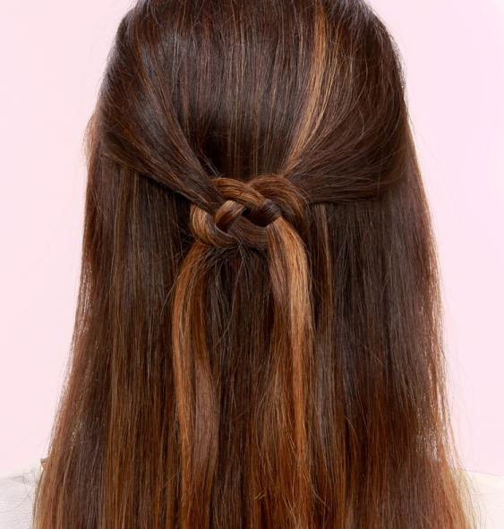 Как носить распущенные волосы: 10 оригинальных способов