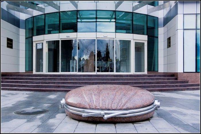 памятник потерянному кошельку в Краснодаре