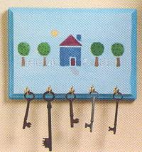 ключница из детского рисунка на деревянной дощечке
