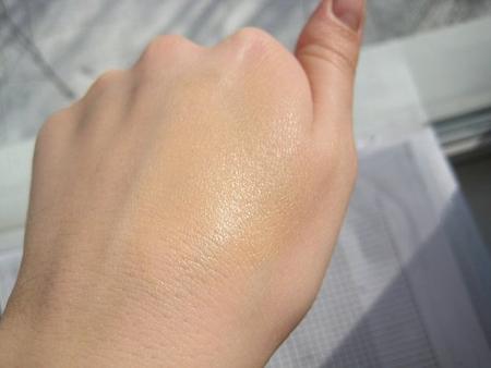 добавляйте бронзатор осторожно, на первых порах пробуя на коже после каждой новой порции