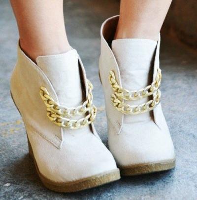 Как переделать старые туфли на более модные
