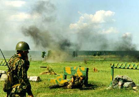 военная подготовка хорошо известна своей способностью вливать по капле самоуважение в кадетов