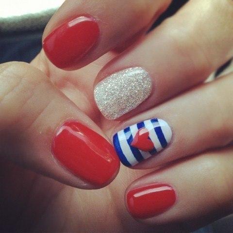 Фото дизайн ногтей красный с синим