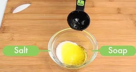 Как быстро избавиться от запаха лука и чеснока?