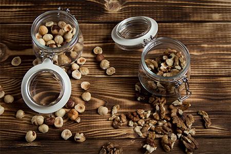 Как правильно кушать грецкие орехи?