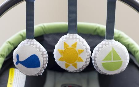 Как сделать мягкие игрушки для детской кроватки или автокресла
