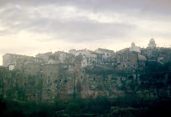 Орвието крепость старинные дома обрыв