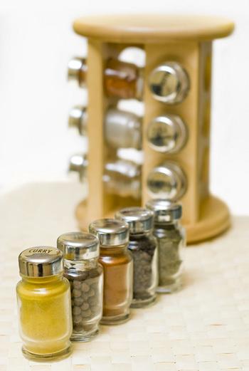 стойка для специй деревянная и набор специй