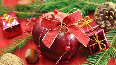 Как украсить рождественский стол нарядными фруктами