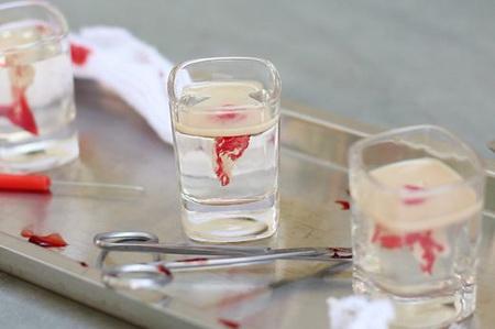 Как приготовить кровавый десерт на Хэллоуин?