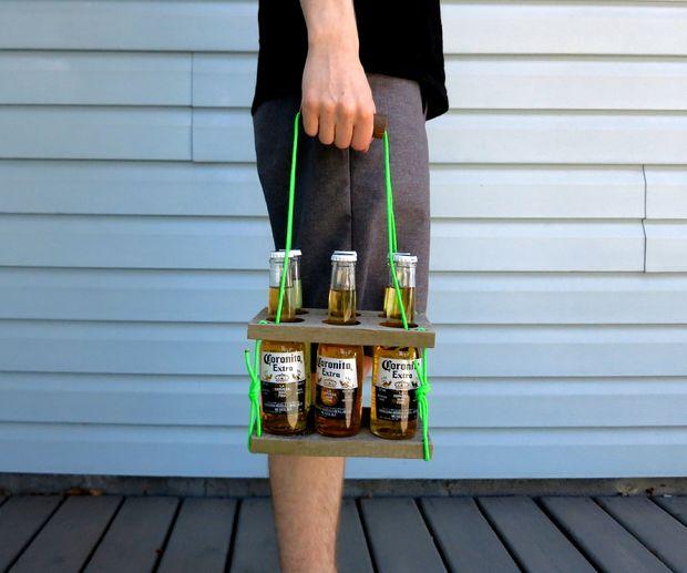 Как безопасно и удобно переносить напитки в бутылках: делаем складную переноску