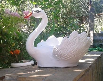 Как изготовить кашпо в виде лебедя?