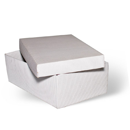 Положите на стол две коробки подходящего размера