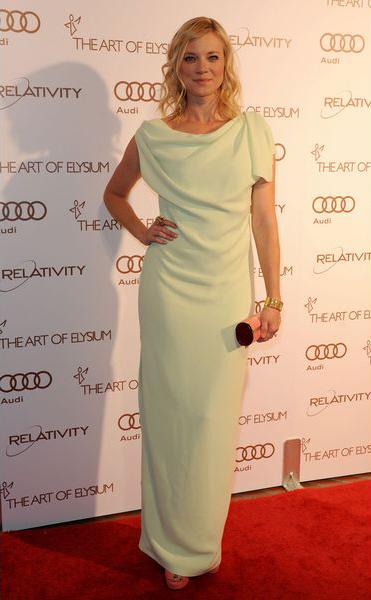 Эми Смарт (Amy Smart) в ее пастельно-мятном вечернем платье смотрится просто совершенством